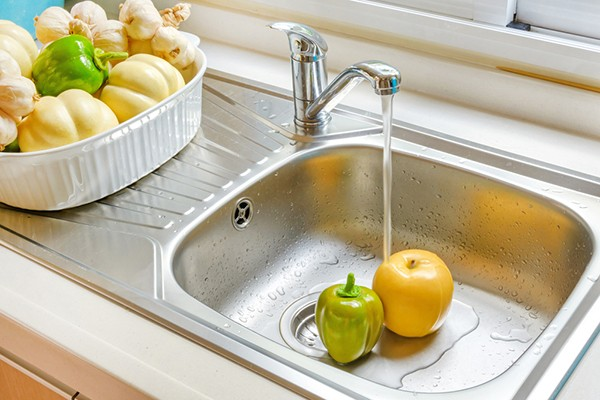 The Best Cleaning Method for a Stainless Steel Sink